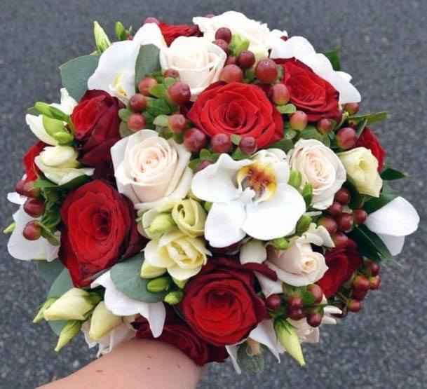 Abundant Red And White Wedding Flowers
