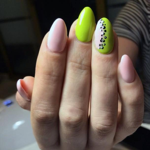 Almond Nails Kiwi Women