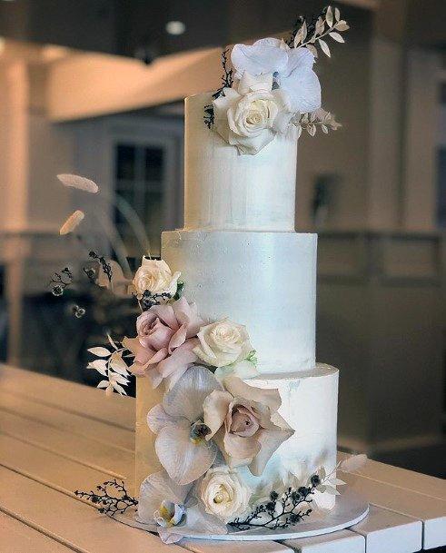 Attractive 3 Tier Wedding Cake Women