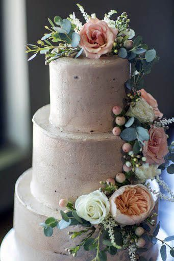 August Flowers Decor On Wedding Cake
