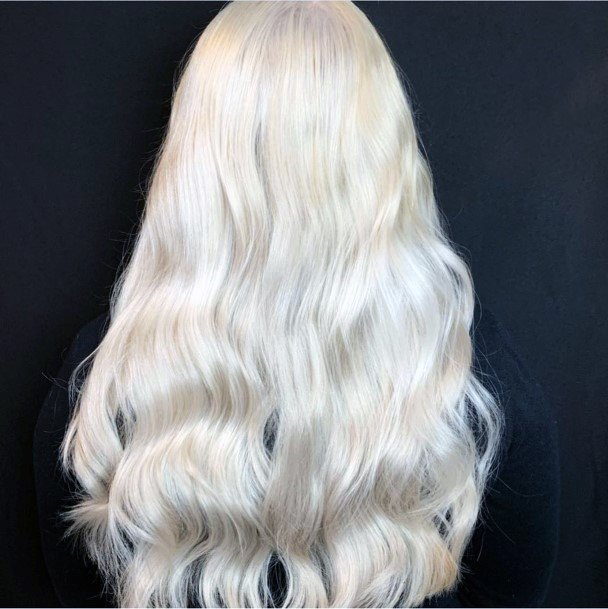 Beautiful Elegant Glossy Blonde Hair Style For Women And Girls