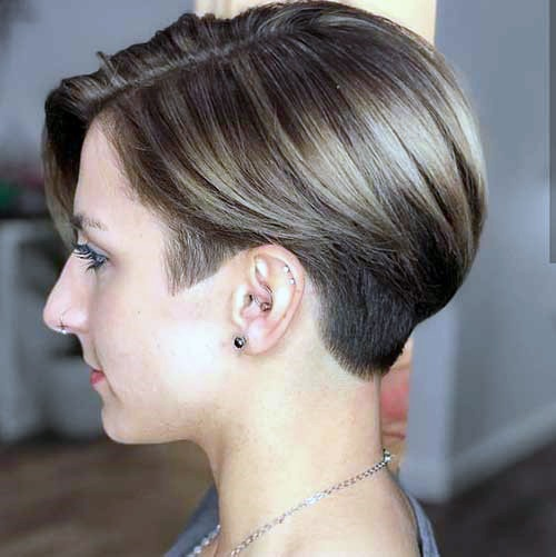 Beautiful Short And Glossy Hairstyle For Effortless Perfect Womens Hair