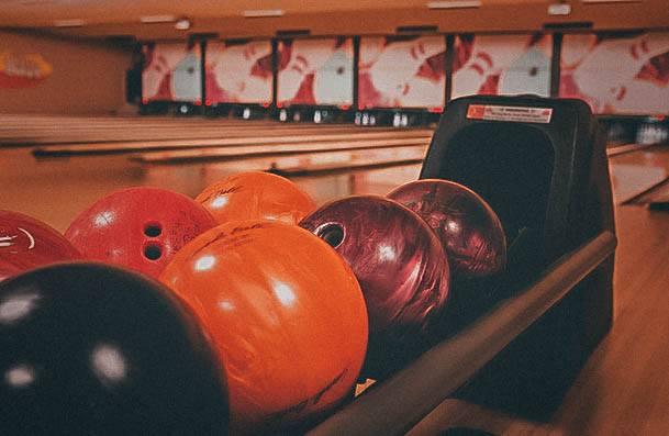 Bowling Date Idea Activites