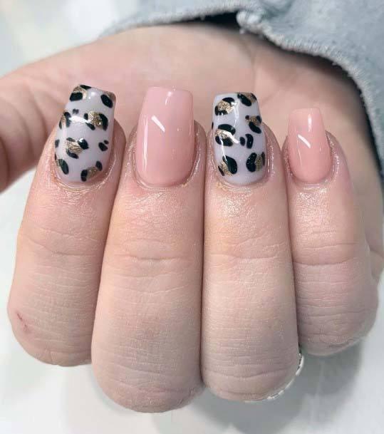 Classy Leopard Print And Light Pink Nail Art