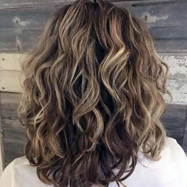 Cute Medium Length Curly Hairstyle 8