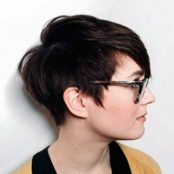 Cute Side Bob Hairstyle For Women