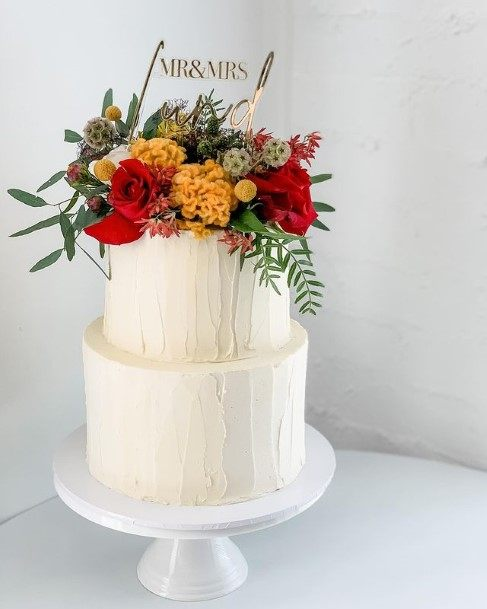 Delicious White Country Wedding Cake Flowers