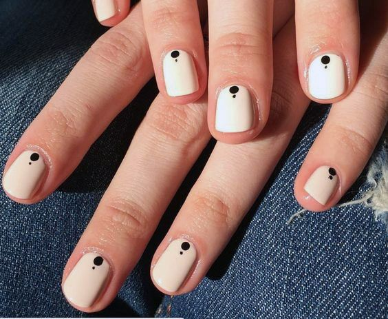 Dotted Cream Short Nails Women