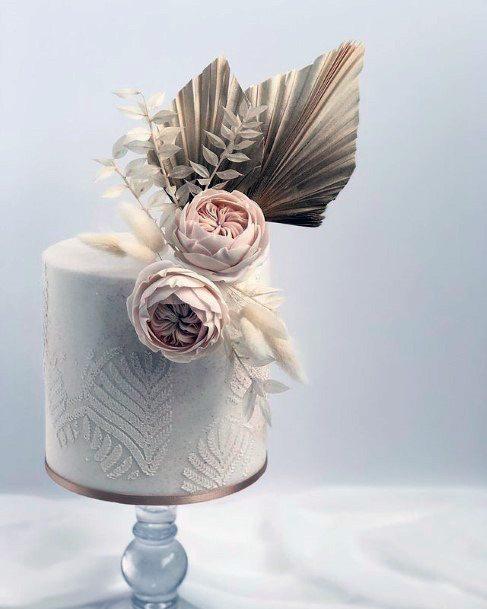 Exotic Art On Elegant Wedding Cake Women