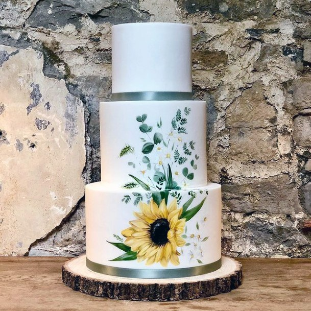 Fantastic Wedding Cake For Women With Sunflowers