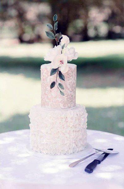 Fashionable White Elegant Wedding Cake Women