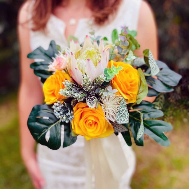 Festive Yellow Roses Wedding Flowers