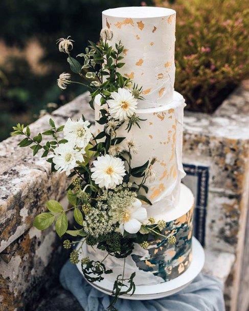Foliage On Elegant Wedding Cake Women