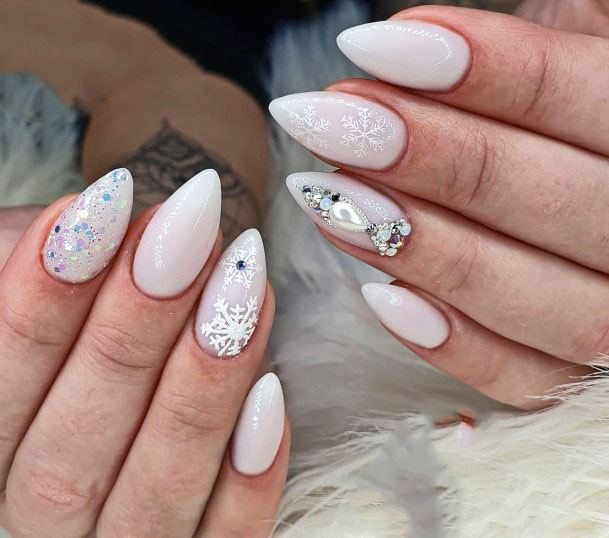 Frosted White Snow Flakes And Glitters Sugar Nails For Women