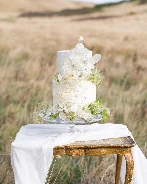 Frosty White Flowers Beautiful Wedding Cake
