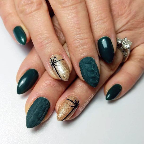 Gift Wrap Nails Gold And Green For Women
