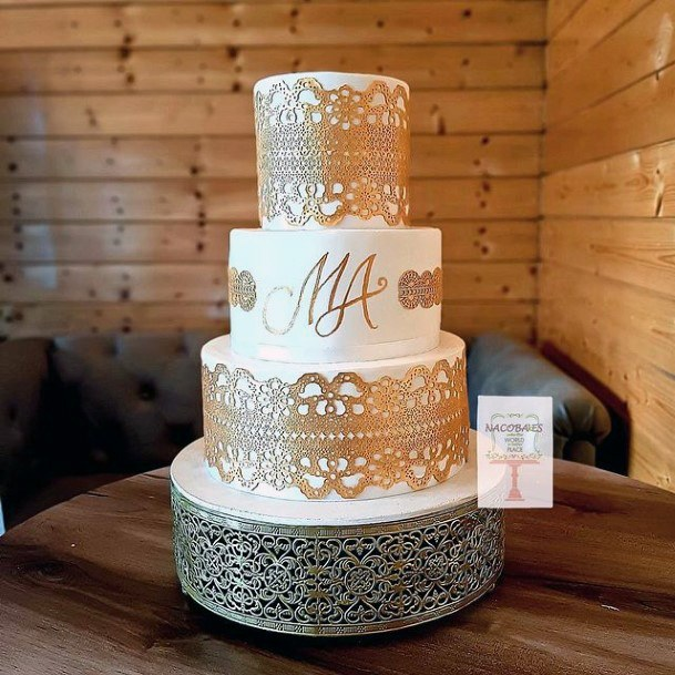 Golden Lace Work On Wedding Cake