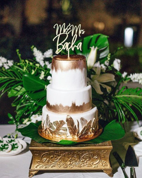 Golden Leaf Art On Wedding Cake