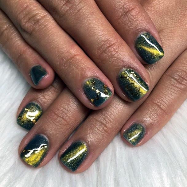 Golden Lightening Streaks Cat Eye Nails