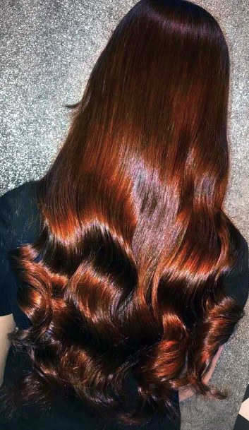 Gorgeous And Glossy Shoulder Length Hairstyle For Red Hair Women