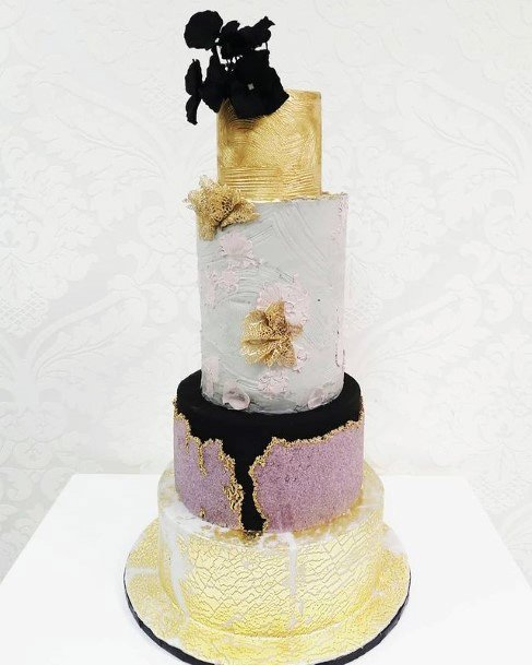Gorgeous Golden Themed Wedding Cake