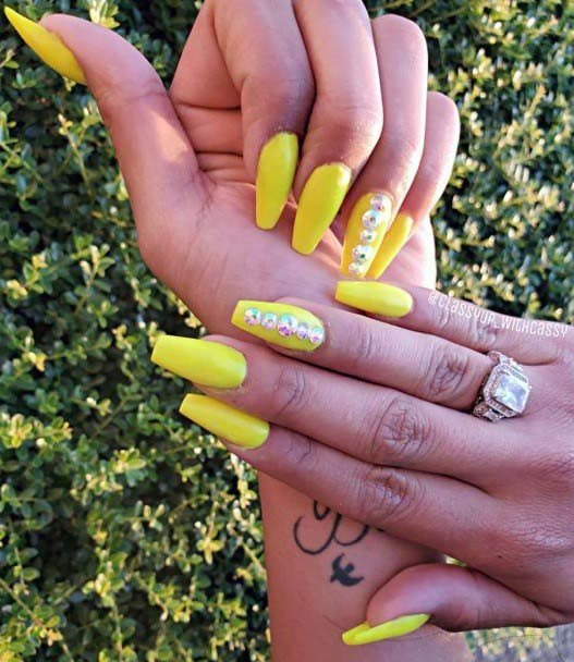 Grand Bright Yellow Nails For Women