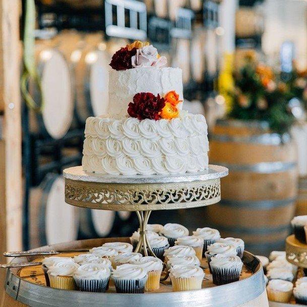 Grandiose White Wedding Cake