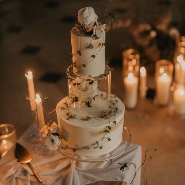 Green Creepers Beautiful Wedding Cake