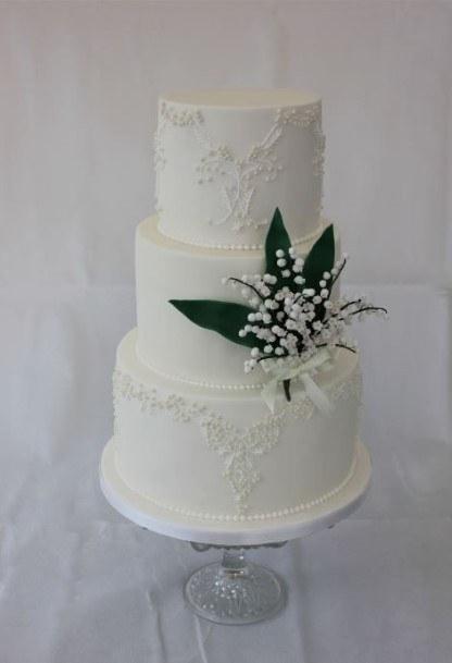 Green Leaf White Wedding Cake