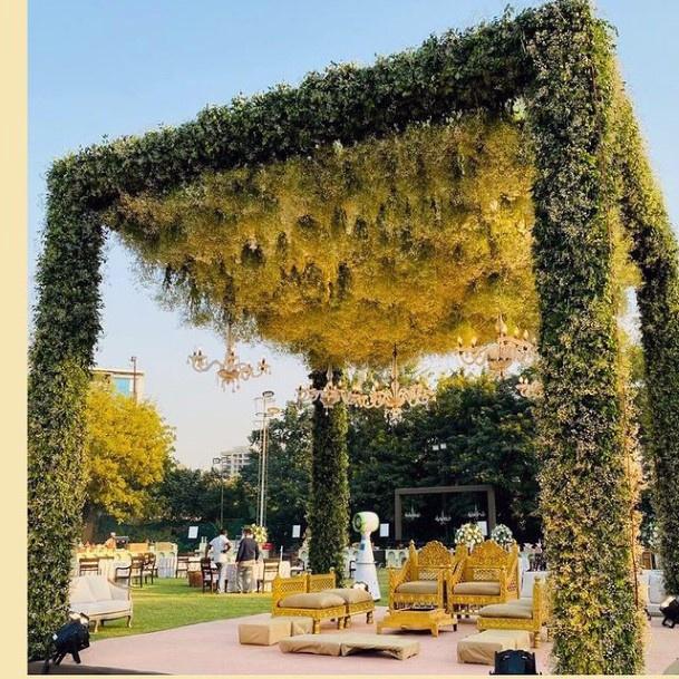 Green Lush Platform Indian Wedding Flowers