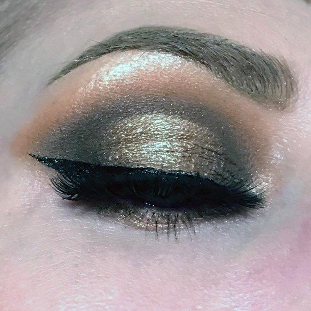Heavy Gold Eyeshadow Women