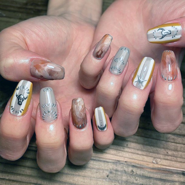 Horns And Stars Brown Nail Art Women