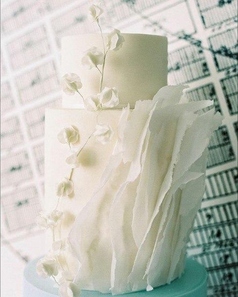 Kingly White Wedding Cake Art