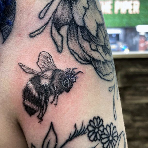 Lazy Dark Bee And Flowers Tattoo For Women