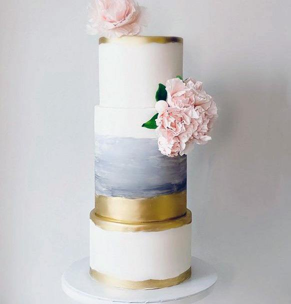 Lovely 3 Tier Wedding Cake Women