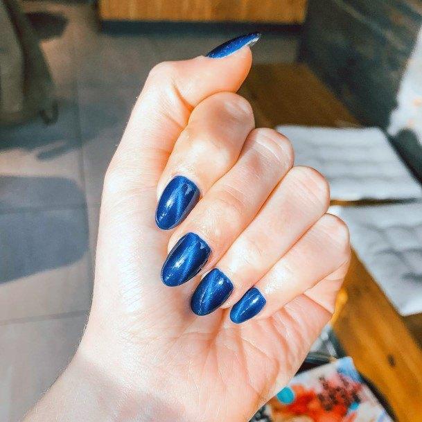 Lovely Dark Shaded Cat Eye Nails