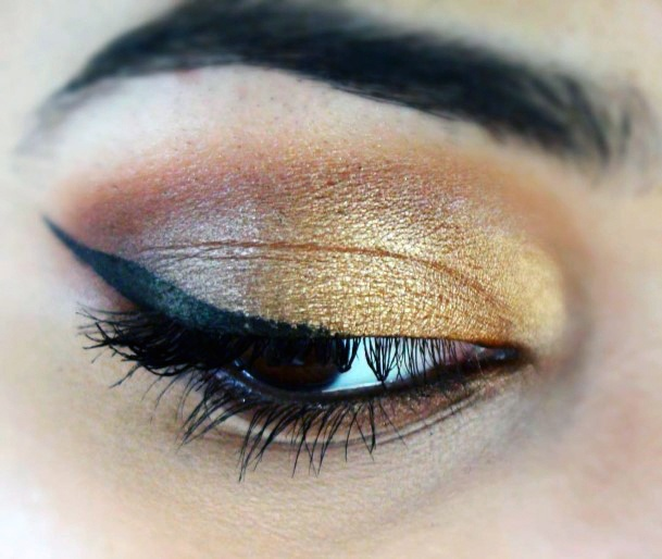 Lovely Gold And Brown Eyeshadow Women