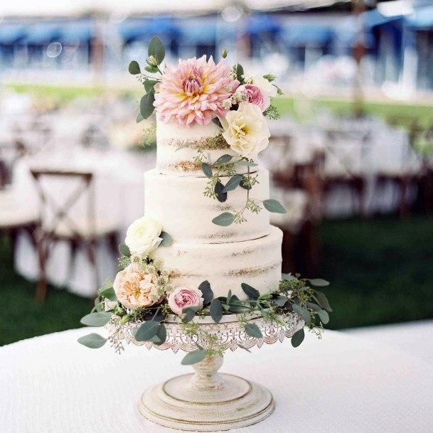Lovely May Flower Wedding Cake