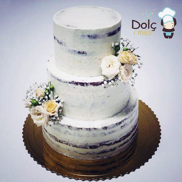 Lovely Wedding Cake Red Velvet
