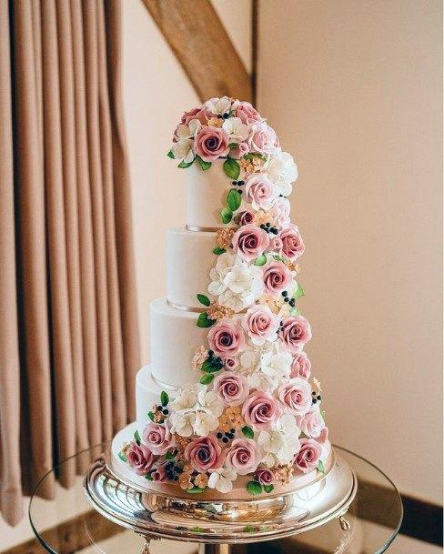 Lush Roses On Elegant Wedding Cake Women