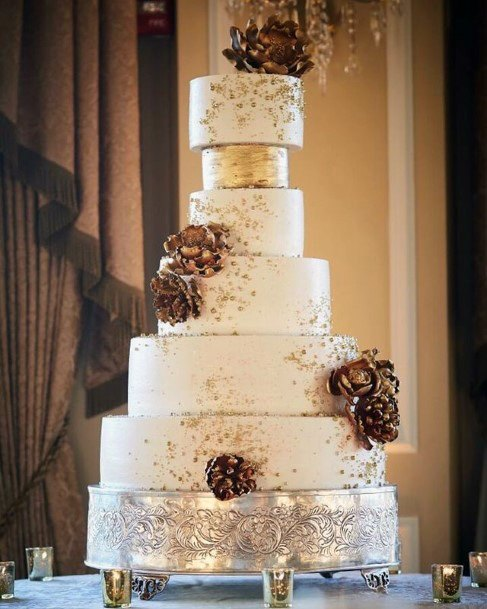 Magnificient Gold And White Wedding Cake
