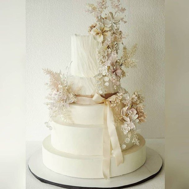 Majestic White Wedding Cake Art