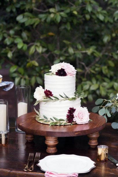 November Wedding Flowers On White Cake