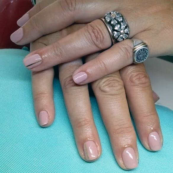 Nude Nailss With Golden Lines