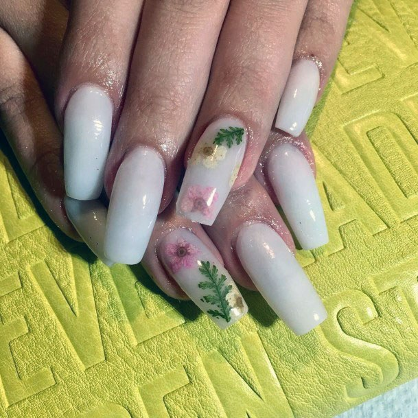 Pastly White Gel Nails With Flowers Women