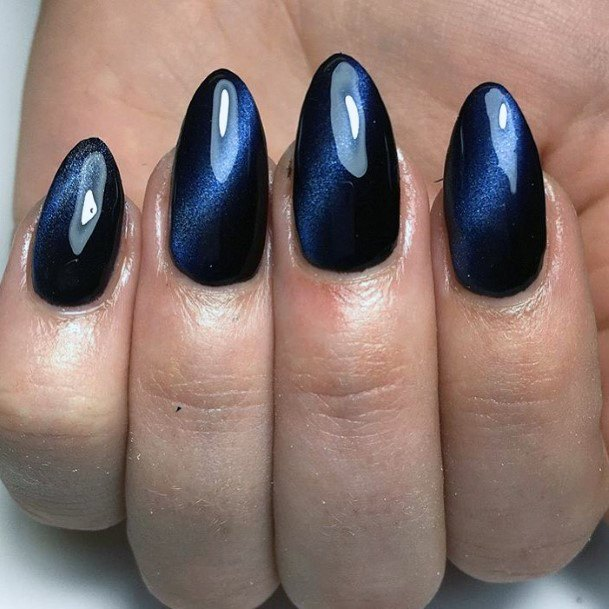 Piercing Blue Cat Eye Nails
