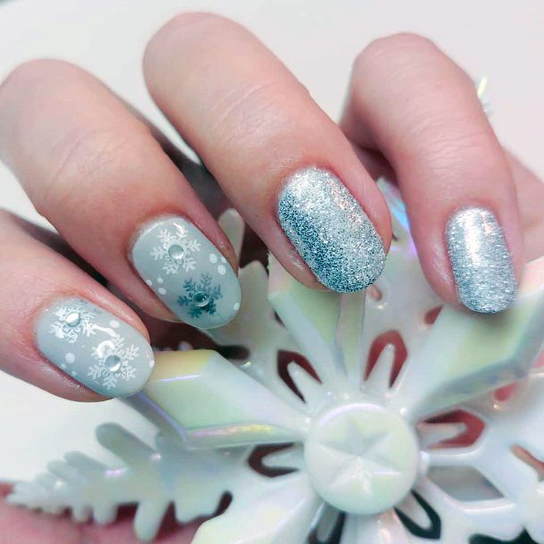 Pleasant Blue And White Snow Nails Women
