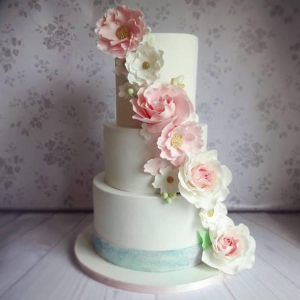 Pretty Romantic Wedding Cake With Florasl Detail Ireland Victorias Heavenly Cupcakes