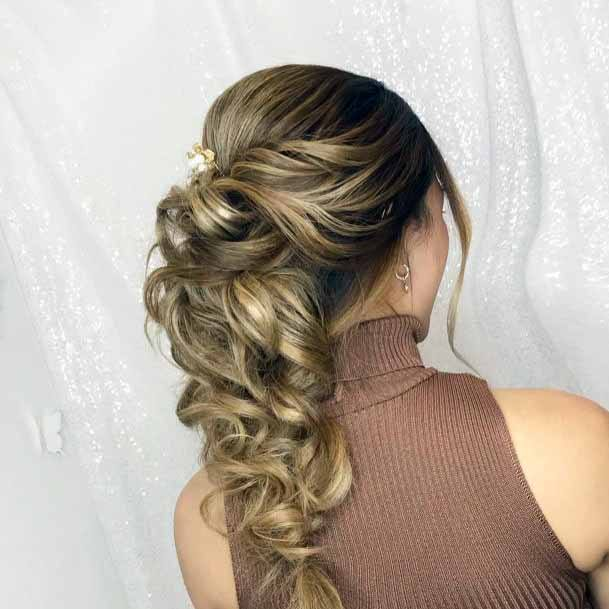 Pulsing Golden Curly Pony Hairstyle Women