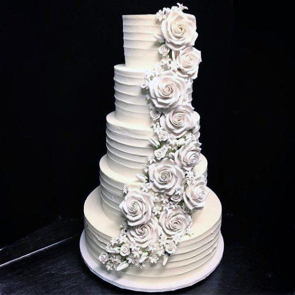 Queen Like Red Velvet Wedding Cake